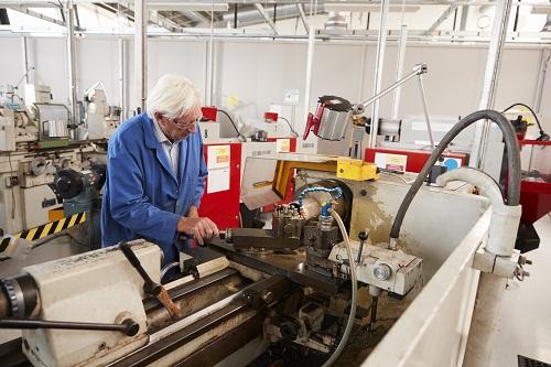 un spécialiste en maintenance industrielle